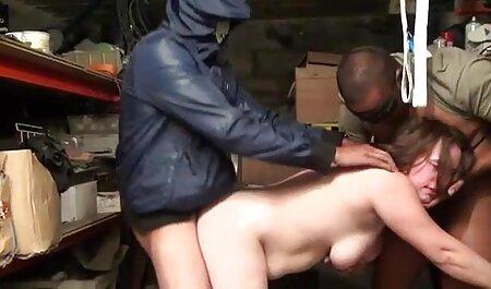 Chica con tetas impresionantes me muestra sus sujetadores porno orgias con animales